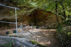 Gisement préhistorique de la Ferrassie - Deutsch: Großer Abri der Fundstelle La Ferrassie bei Le Bugue in Frankreich.
