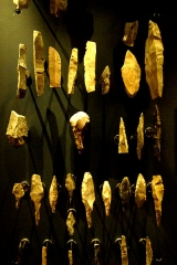 Gisement préhistorique de la Madeleine - Deutsch: Pfeilspitzen und Messer