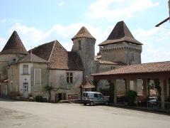 Château - Français:   château de varaignes