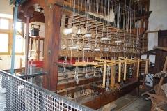 Château - Français:   Métier à tisser industriel - musée des tisserands à Varaigne, Dordogne, France