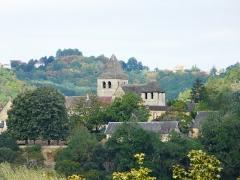Eglise Saint-Martin - Français:   L\'église de Vitrac, Dordogne, France. Vue prise depuis le château de Caudon à Domme.