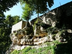 Domaine du Château de Bridoire - Français:   Une partie de l\'enceinte du château de Bridoire, Ribagnac, Dordogne, France