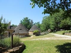 Maison d'habitation et cabanes en pierre sèche du Breuil - Deutsch: Trockenmauerhütten (Cabanes) im Freilichtmuseum Cabanes du Breuil