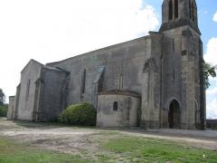 Eglise paroissiale Saint-Germain -  Flanc nord de l'église Saint-Martin d'Arsac (33).