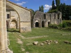 Ancienne église abbatiale Saint-Maurice, actuelle église Saint-Nicolas - Deutsch: Reste des Kreuzgangs, Abtei St Maurice de Blasimon, Aquitanien
