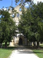 Ancienne église abbatiale Saint-Maurice, actuelle église Saint-Nicolas - Deutsch: Zugangsweg von Westen, Abtei St Maurice de Blasimon, Aquitanien