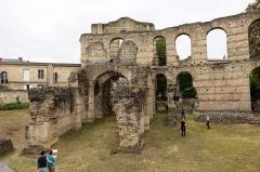Restes de l'amphithéatre dit Palais Gallien - Français:   Arènes de Bordeaux; porte du couchant côté arène.