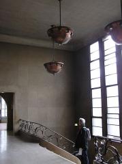 Bourse du Travail - Français:   Bordeaux Bourse du travail accès salle Crozat rampe en cuivre et verre et lustres de cuivre