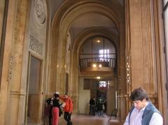Bourse du Travail - Français:   Bordeaux Bourse du Travail art déco le péristyle, journée du patrimoine 19 septembre 2009
