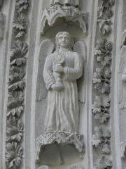 Cathédrale Saint-André - Portail royal de la cathédrale Saint-André de Bordeaux (33). 2ème voussure. Anges (de gauche à droite).