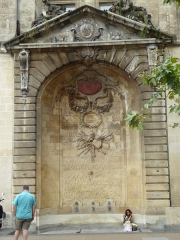 Fontaine - English: Fountain Saint-Projet, Place Saint-Projet, Bordeaux, July 2014