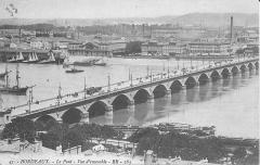Gare de Bordeaux-Bastide ou ancienne gare d'Orléans - English: The pont de pierre seen from the tower Saint-Michel in Bordeaux (Gironde, France). The timestamp is at 1912.