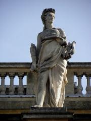 Grand théâtre - Grand-Théâtre de Bordeaux (33). Portique. Statue d'Érato, muse de la poésie lyrique.