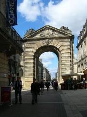 Porte Dijeaux (ou Dauphine) - Lëtzebuergesch: D'Stadpuert bei der Plaz Gambetta (2006).
