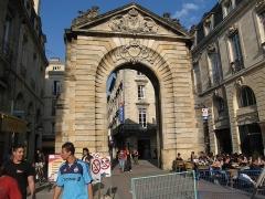 Porte Dijeaux (ou Dauphine) -  Porte Dijeaux, Hôtel de Ville - Quinconces, Bordeaux, Aquitaine, France