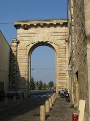Porte de la Monnaie -  Porte de la monnaie depuis la rue de la porte de la monnaie