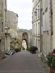 Porte du Port - English: Bourg sur Gironde: Porte de la Mer