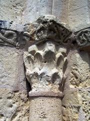 Eglise Saint-Martin - Français:   Chapiteau nord du portail de l\'église Saint-Martin de Lados, Gironde, France