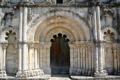 Eglise Saint-Pierre -  Eglise Saint-Pierre de Petit-Palais-et-Cornemps (33)    13th century date QS:P,+1250-00-00T00:00:00Z/7, 18th century date QS:P,+1750-00-00T00:00:00Z/7, 19th century date QS:P,+1850-00-00T00:00:00Z/7  Detail of the Facade