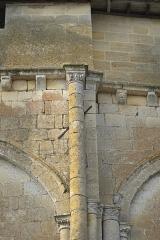 Eglise Saint-Pierre - Deutsch: Kirche Saint-Pierre in Pujols (Gironde) im Département Gironde (Région Aquitaine/Frankreich), Kragsteine an der Apsis