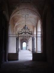 Ancien prieuré bénédictin - English: La Réole (Gironde, Fr), wrought iron gate, giving acces to the abbey's courtyard.