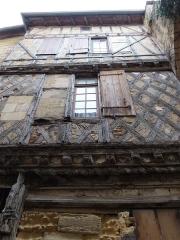 Porte, dite de la Cadène, et maison à pans de bois attenante - Français:   Village de Saint-Émilion (Gironde, France) janvier 2015.