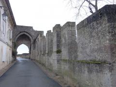 Remparts - Français:   Village de Saint-Émilion (Gironde, France) janvier 2015.