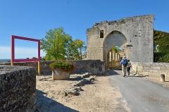 Remparts - Français:   Saint-Emilion, porte Brunet, Nouvelle-Aquitaine, Gironde, France.
