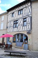 Maison du 15e siècle - Français:   Saint-Macaire anciennes maisons