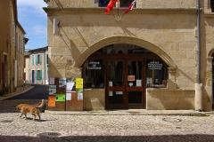 Maison du 15e siècle - Français:   Rues et office de tourisme, Saint-Macaire, Gironde, France.