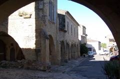 Maisons - Français:   Place du Mercadiou, côté nord à Saint-Macaire (Gironde, France)