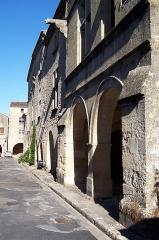 Maisons - Français:   Place du Mercadiou, côté sud à Saint-Macaire (Gironde, France)