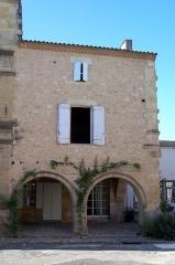 Maisons - Français:   Maison attenante à droite au Relais Henri IV à Saint-Macaire (Gironde, France)