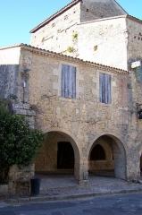 Maisons - Français:   Maison attenante à gauche au Relais Henri IV à Saint-Macaire (Gironde, France)