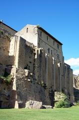 Enceinte fortifiée de la Ville - Français:   Cloître Saint-Sauveur de Saint-Macaire (Gironde, France)