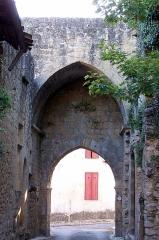 Enceinte fortifiée de la Ville - Français:   Porte Rendesse à Saint-Macaire (Gironde, France)