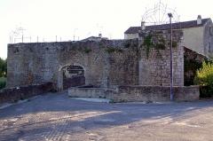 Enceinte fortifiée de la Ville - Français:   Porte du Thuron à Saint-Macaire (Gironde, France)