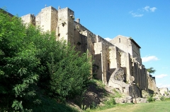 Enceinte fortifiée de la Ville - Français:   Remparts et cloître à Saint-Macaire (Gironde, France)