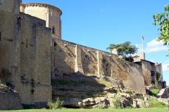 Enceinte fortifiée de la Ville - Français:   Remparts, église et château à Saint-Macaire (Gironde, France)