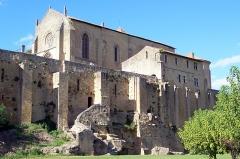 Enceinte fortifiée de la Ville - Français:   Remparts, église et cloître à Saint-Macaire (Gironde, France)