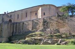 Enceinte fortifiée de la Ville - Français:   Remparts et église à Saint-Macaire (Gironde, France)