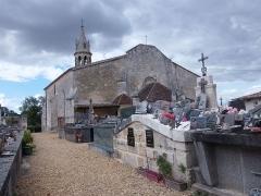 Cimetière - Français:   Cimetière de Saint-Romain-la-Virvée (Gironde, France).
