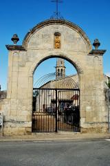 Cimetière - Français:   Saint-Romain-la-Virvée Portail cimetière