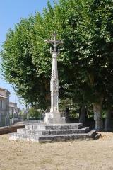 Croix de cimetière - Français:   Croix de cimetière de Saint-Sulpice-et-Cameyrac