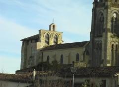 Eglise Saint-Pierre - Français:   L\'ancien clocher fortifié de l\'église de Tresses après restauration