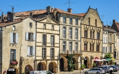 Maison dite de l'Astronome - This building is indexed in the Base Mérimée, a database of architectural heritage maintained by the French Ministry of Culture,under the reference PA00083676 .