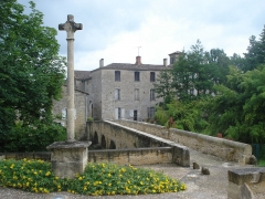 Croix de chemin - English: Pondaurat (Gironde, Fr), ancient bridge on the Bassanne, church and wayside cross