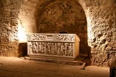 Eglise Sainte-Quitterie du Mas d'Aire - English: Roman sarcophage of Saint Quitterie, martyr, at Saint-Quittérie d'Aire, in Aire-sur-l'Adour