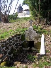 Eglise Saint-Vincent de Xaintes - Français:   Église Saint-Vincent-de-Xaintes de Belhade vue de la source Sainte-Anne, dans le département français des Landes.