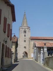 Eglise Saint-Saturnin - Occitan: Campanèr, pòrta de vila; Brassempoi (França)
